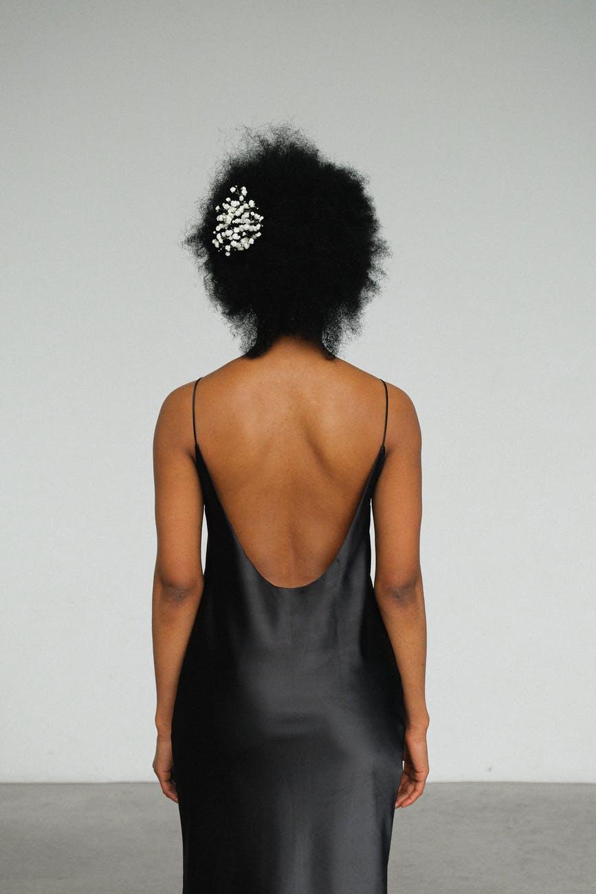 womanblackdress